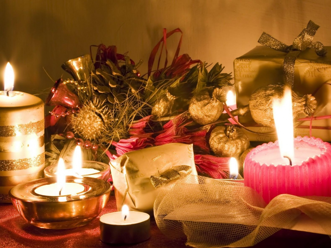 candles-table-gifts-new-year-christmas-mood-holiday